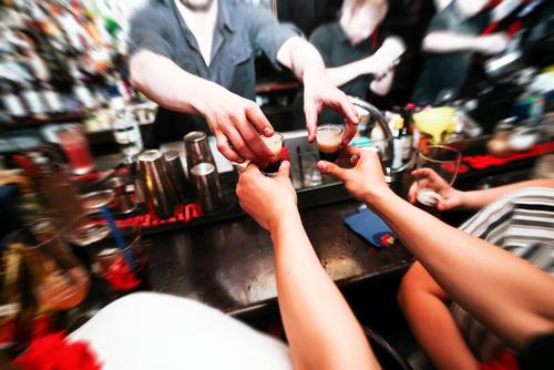 Производители алкоголя попросили снять законопроект об отмене дисконтов на спиртное