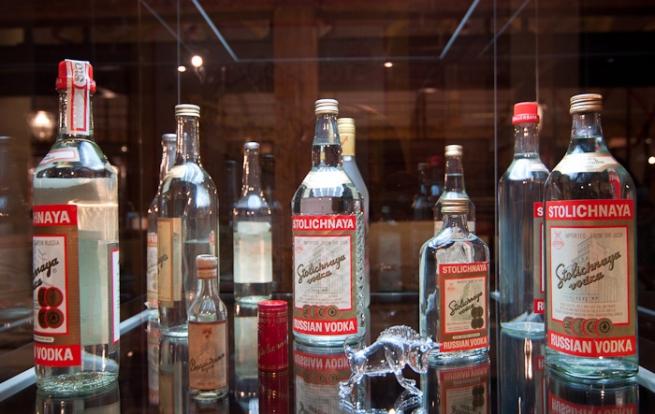 Россия отсудила права на бренды водки Stolichnaya и Moskovskaya