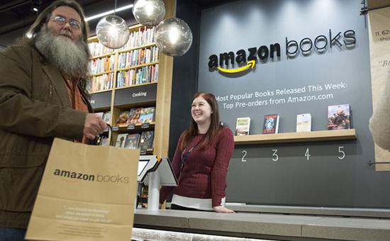 Главные события рынка e-commerce за неделю: Amazon в офлайне и маркетплейс от Facebook