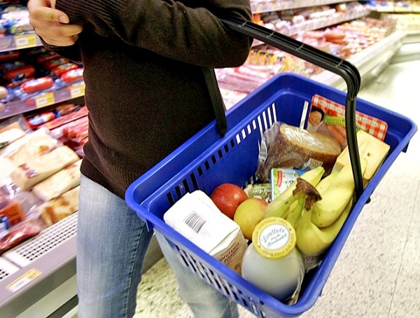 Ритейлеры заморозили цены на соцпродукты на два месяца
