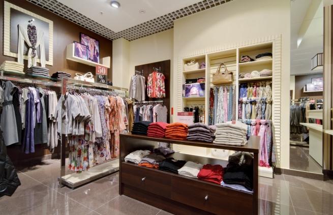 Одежные и обувные ритейлеры пока не планируют повышения цен вслед за ослаблением рубля