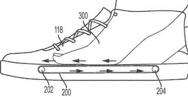 Nike предложила затягивать ногу вкроссовок конвейером