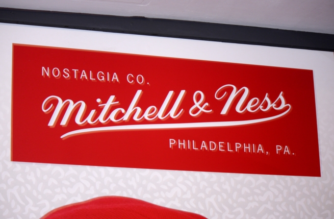 Adidas продает производителя спортивной одежды Mitchell & Ness