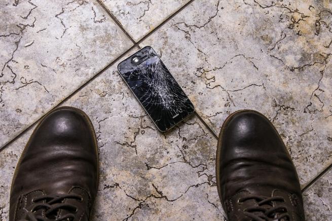 Apple будет чинить iPhone в Российской Федерации