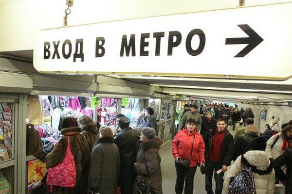 В Москве запретили торговлю в радиусе 50 метров от станций метро и ТПУ