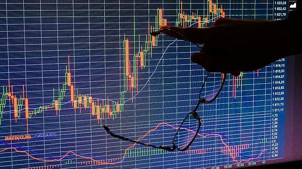 Экономические прогнозы на 2015 год: «новое дно» рубля и падение ВВП