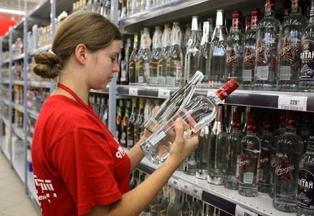 Импортный алкоголь в России подорожает на 20% с декабря 2014 г.
