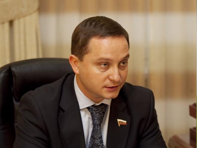 Центробанк: Аполлон на 100-рублевой купюре не навредит детям