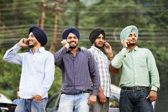 Индийцы предпочли еде смартфоны
