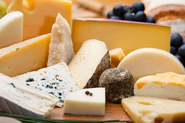 В России стали меньше производить хлеба и булок, но увеличился выпуск сыров и сахара