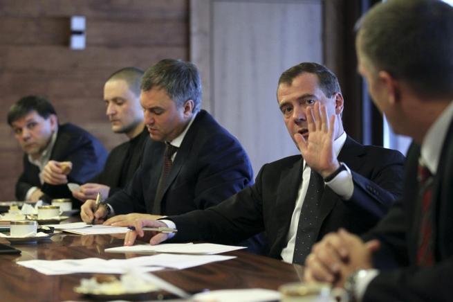 Медведев поручил наладить мониторинг продовольственного рынка