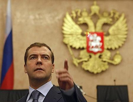 Медведев запретил ограничения на продажу валюты