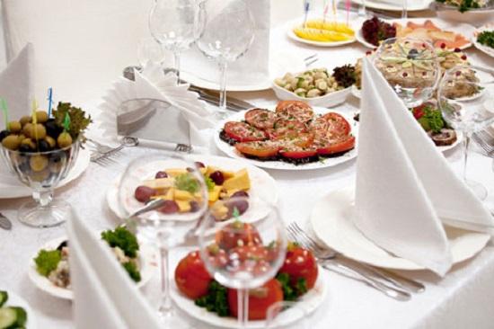 РИА: праздничный стол к 8 марта москвичи смогут накрыть за 3 тыс руб