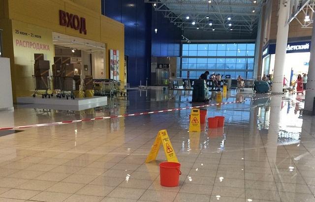 В Екатеринбурге магазин IKEA закрыт из-за града