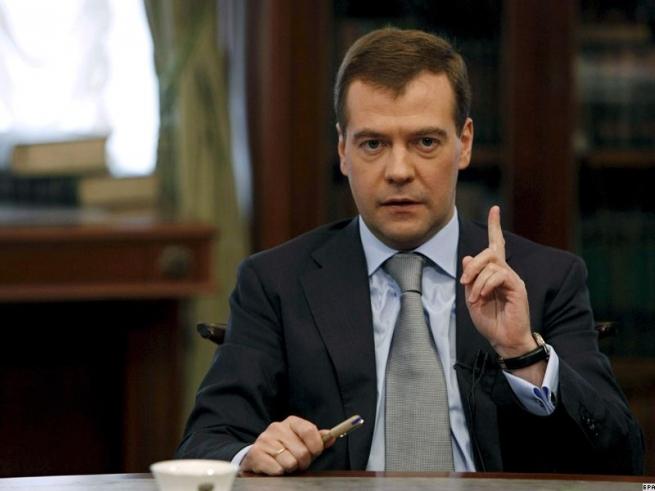 На праздничном столе Медведева в день рождения были только российские продукты