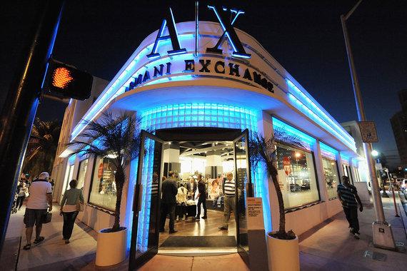"""В апреле откроются первые магазины """"кризисной"""" марки Armani Exchange"""