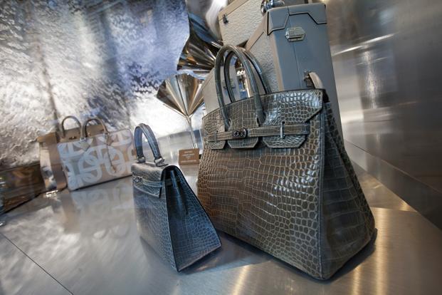 Hermes переименует сумки Birkin после скандала с крокодилами