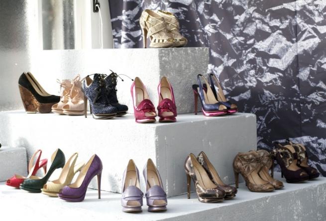 Коллекция женских сумок и обуви