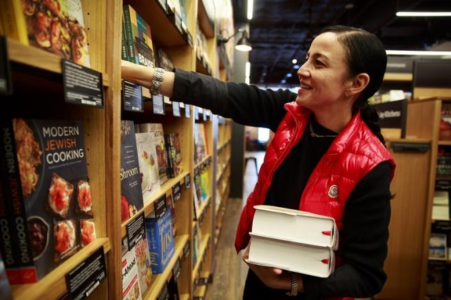 Ритейлеры объяснили, почему Amazon стал открывать офлайн-магазины