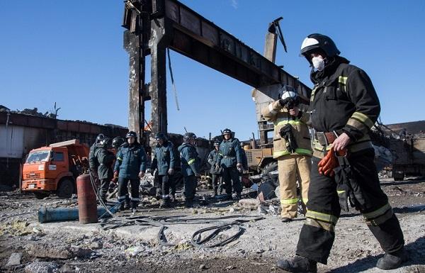 Сотрудники МЧС извинились за селфи на фоне горящего ТЦ «Адмирал» в Казани