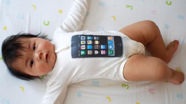 Китайские супруги обменяли ребёнка на iPhone