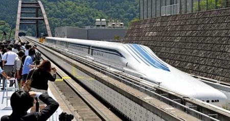 Новый японский поезд парит над рельсами со скоростью 500 км/ч