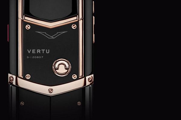 Легендарная Vertu вернулась с немощным телефоном практически за млн руб.