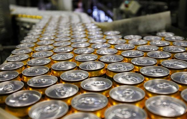 Продажи пива в России могут упасть на треть