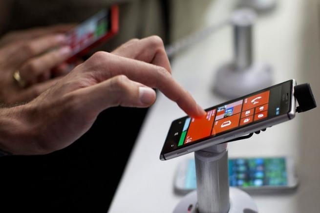 Смартфон стал самой популярной покупкой россиян в 2015 году