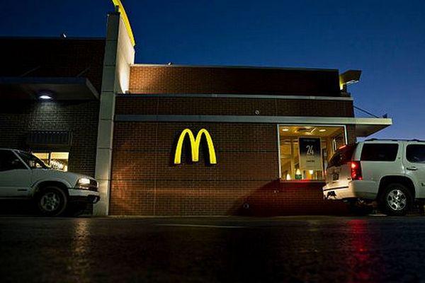 McDonald's оштрафован на 700 тыс. рублей за нарушения при продаже еды через «МакАвто»