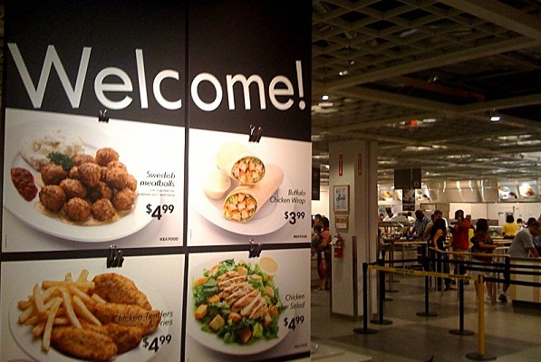 IKEA увеличивает продажи мебели за счет дешевой еды