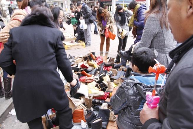 На вещевые рынки приходится 46% продаж одежды в России