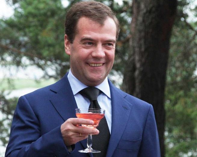 Медведев дал добро на рекламу российского вина