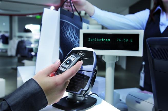 Финский ритейлер начал продажу бесконтактных стикеров