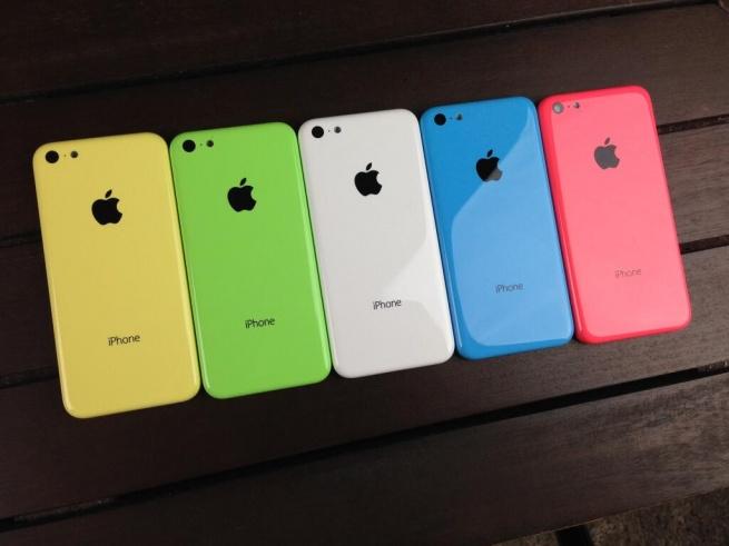 Новые модели iPhone поступили в продажу в 11 странах мира