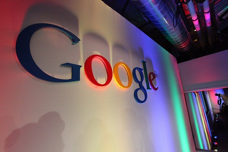Google переводит российских инженеров в другие страны из-за закона о хранении данных