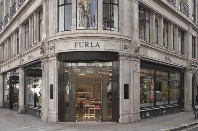 Furla открыла первый корнер с мужской коллекцией в Париже