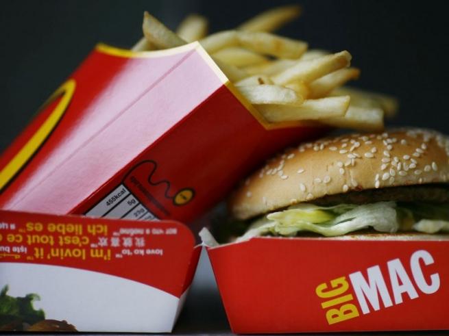 Прибыль «Макдоналдс» упала на 21% в четвертом квартале 2014 года