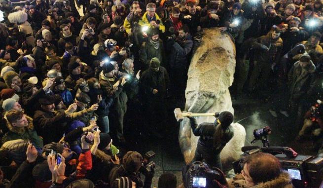 Киевский памятник Ленину продают по кускам