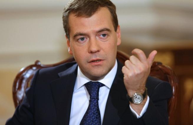 Медведев не поддерживает введение ограничений работы зарубежных торговых сетей