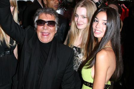 Роберто Кавалли продаёт свой модный дом