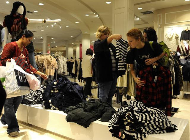 80% россиян посещают обычные магазины перед онлайн-покупкой