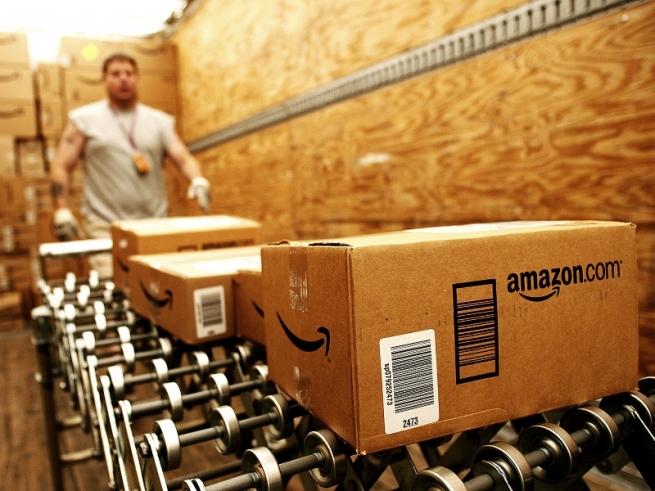 Amazon наймет дополнительно 100 тыс. человек для работы на каникулах