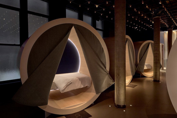 Производитель матрасов открыл в Нью-Йорке магазин, в котором посетители могут поспать за $25