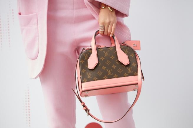 Louis Vuitton выпустит духи с запахом фирменной кожаной сумки