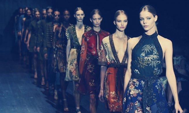 С 2017 года Gucci будет проводить совместный показ женской и мужской коллекции одежды