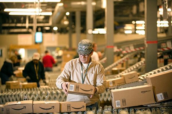 Amazon будет выдавать кредиты китайским ритейлерам