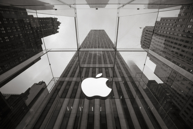 Apple стала первой в мире компанией с рыночной капитализацией $1 трлн