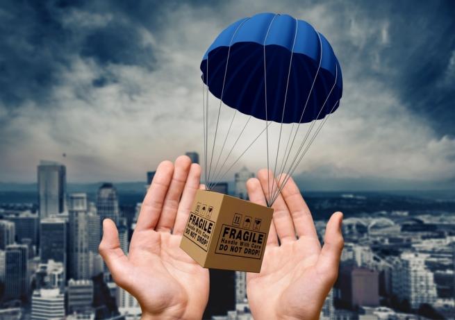 Amazon готовится к доставке грузов парашютами