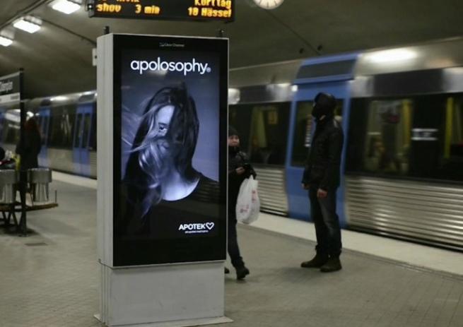Шведы создали рекламный щит, реагирующий на метропоезда